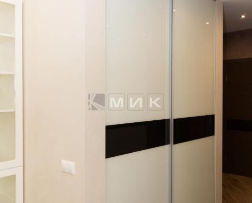 Встроенный-шкаф-с-крашеным-стеклом-(Эрнста)-1003