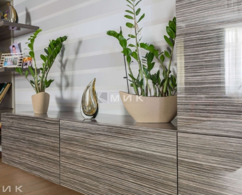Гостиная-комната-цветы-на-стенке-Липковского_18-1015