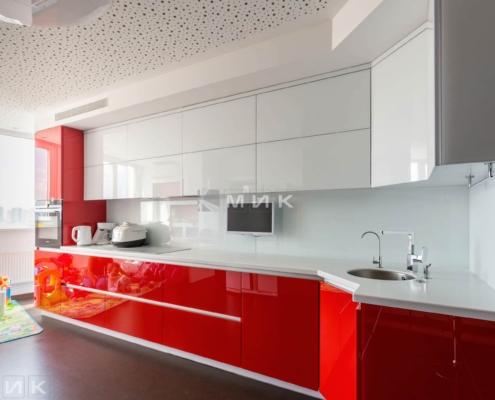 Красно-белая-кухня-стеклянный фасад