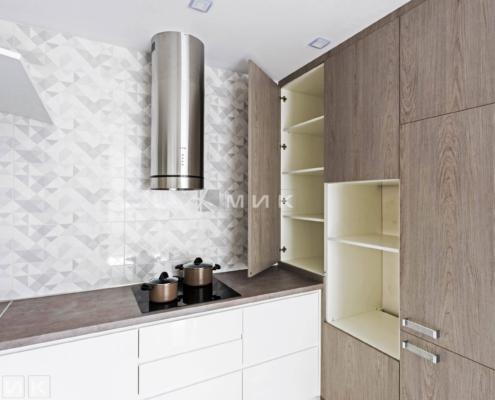 Кухня-белая-п-образная-пчелки_8-1008