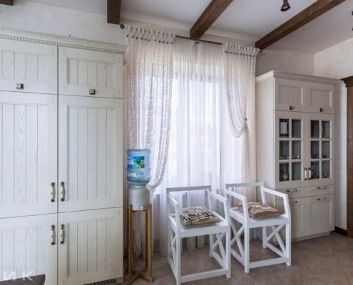 Кухня-классика-барные стулья белые-(натуральное-дерево)--1022