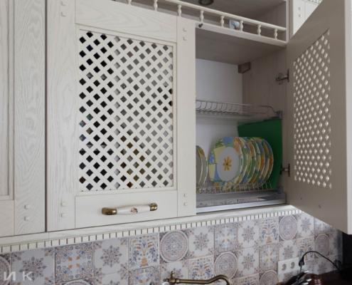 Кухня-классика-сушка-для-посуды-фасад-Drewpol-(натуральное-дерево)--1036