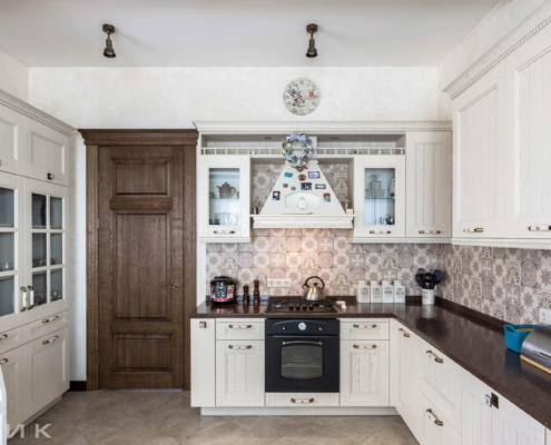 Кухня-классика-фасад-Drewpol-(натуральное-дерево)--1016