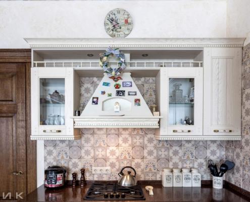 Кухня-классика-фасад-Drewpol-(натуральное-дерево)--1017