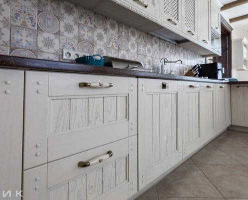 Кухня-классика-фасад-Drewpol-(натуральное-дерево)--1032