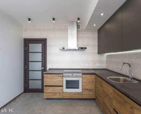 Кухня-под-потолок-без-ручек