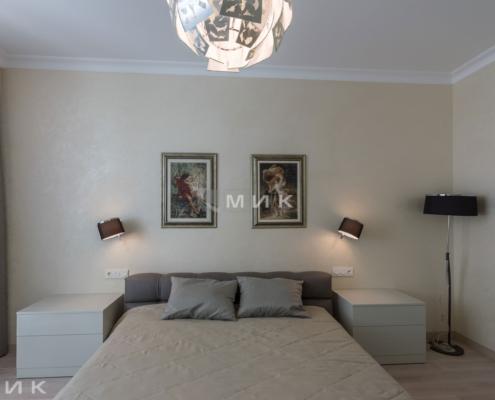 Кровать в хозяйской спальне