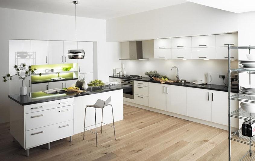 белая-кухня-в-интерьере