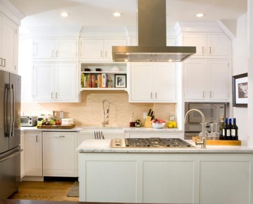 белая-кухня-под-потолок