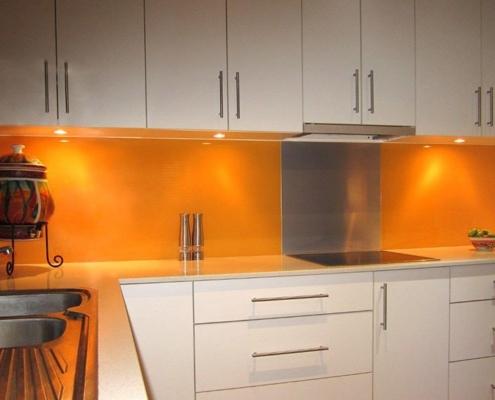 бело-оранжевая-кухня