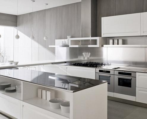 просторная-белая-кухня