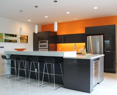 чёрно-оранжевая-кухня