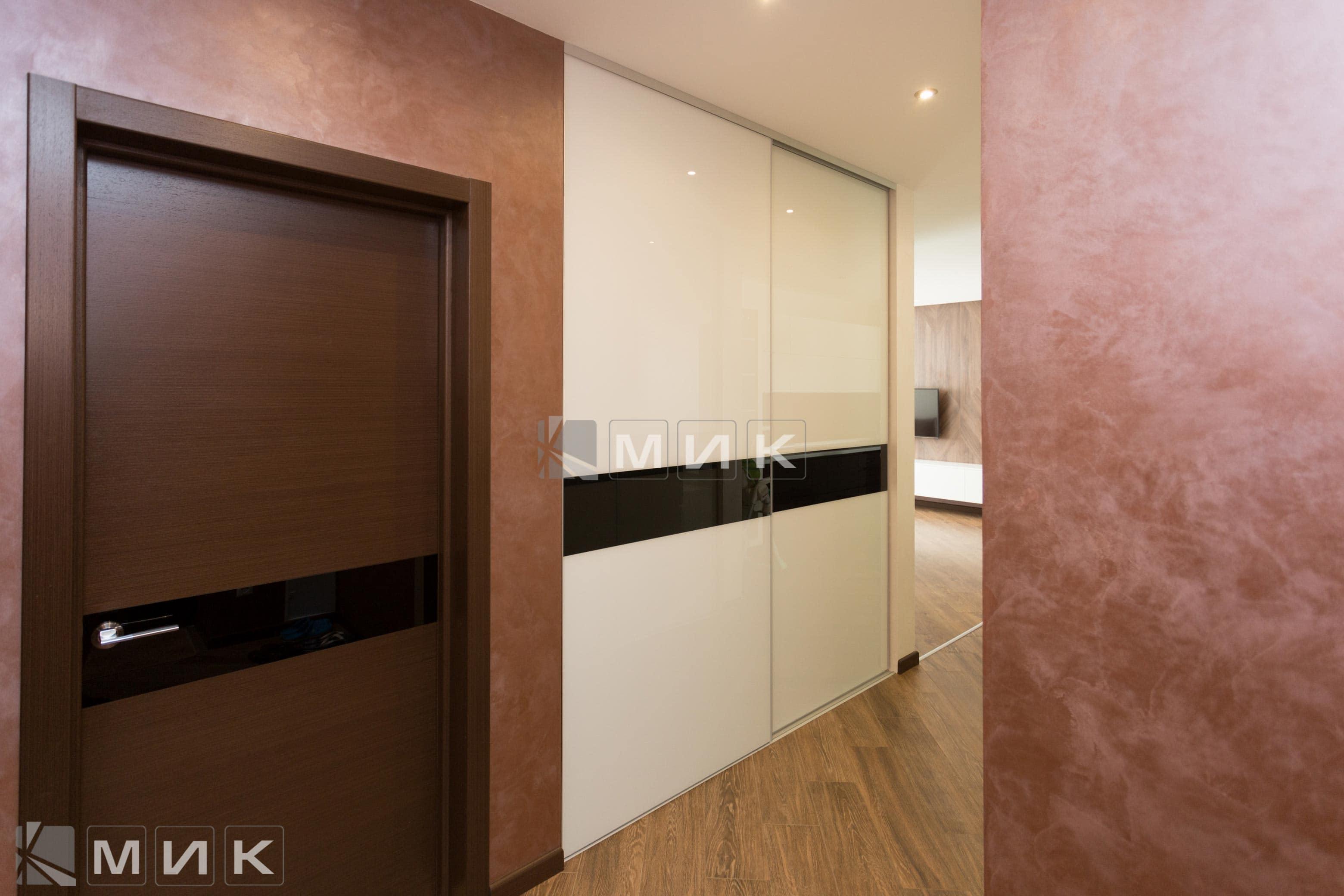 Встроенный-шкаф-с-крашеным-стеклом-(Эрнста)-1000