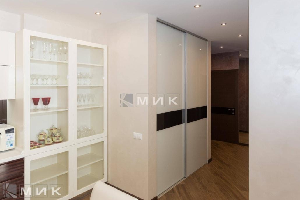 Встроенный-шкаф-с-крашеным-стеклом-(Эрнста)-1002