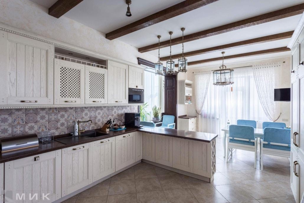Кухня-классика-светильники на потолке--1012