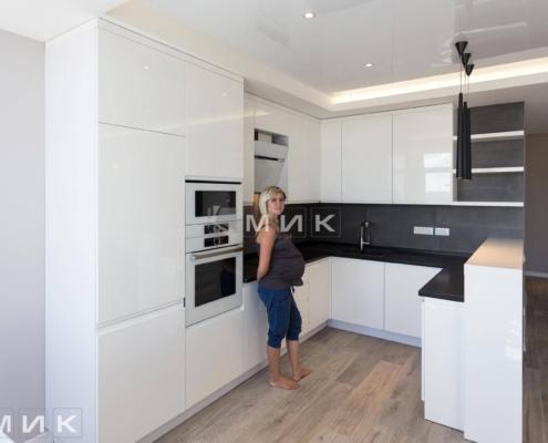 Кухня-студия-белая-(посольство)-1000
