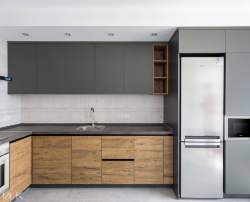 Кухня-под-потолок-фасад-пластик-серый-и-cleaf-1001