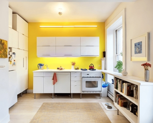 жёлтая-стена-на-кухне