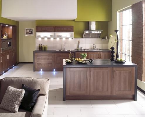коричневая-кухня-на-светлом-фоне