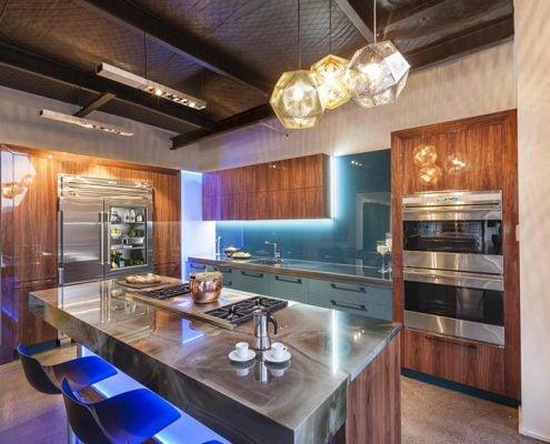 красивое-освещение-кухни-столовой