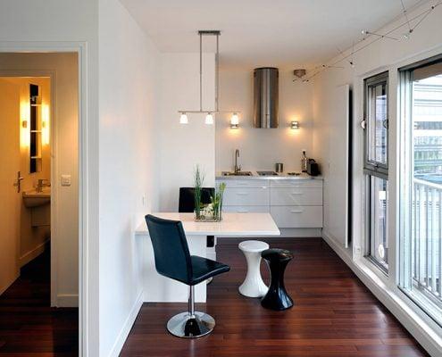 кухня-студия-с-откидным-столом