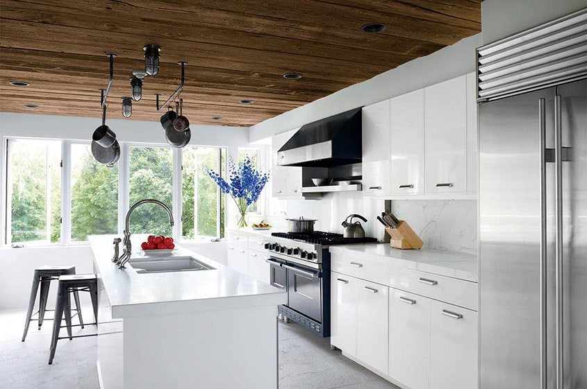 светлая-кухня-студия