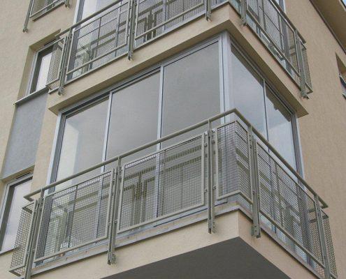 алюминиевое-остекление-балкона