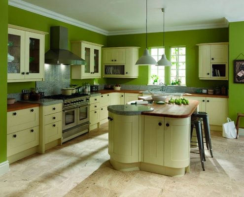 зелёные-стены-на-кухне
