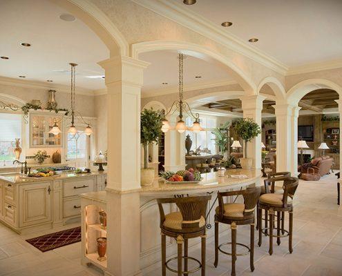 кухня-столовая-классика-в-светлых-тонах