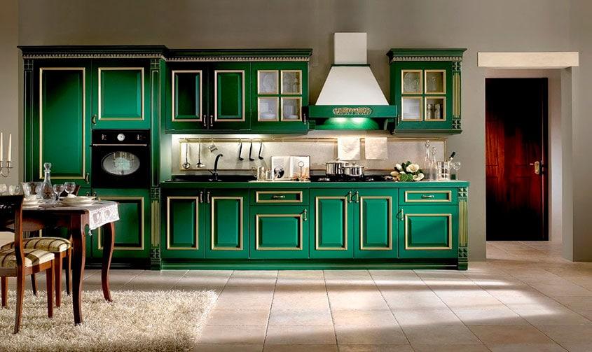 тёмная-кухня-с-золотой-патиной