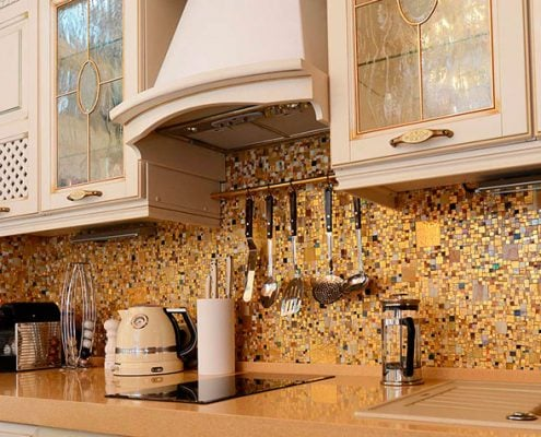 фартук-кухонный-мозаика-золото