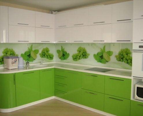 бело-салатовая-кухня