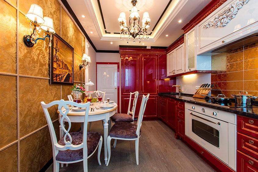 стены-под-золото-на-кухне