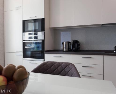 Бежевая-угловая-кухня-студия-1006