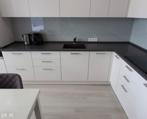 Бежевая-угловая-кухня-студия-1007