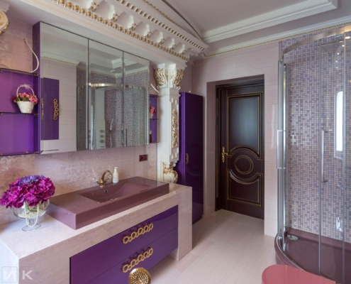 Фиолетовая-ванная-комната-в-царском-стиле-1003
