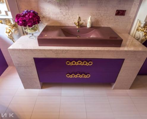 Фиолетовая-ванная-комната-в-царском-стиле-1004