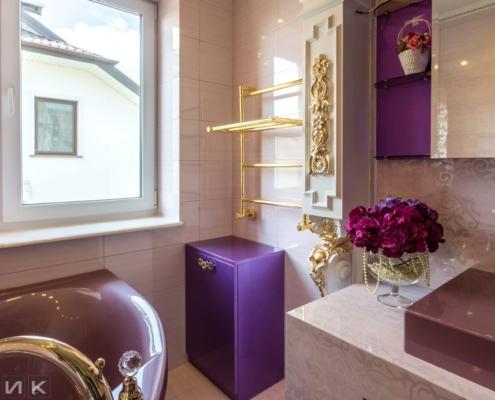 Фиолетовая-ванная-комната-в-царском-стиле-1005