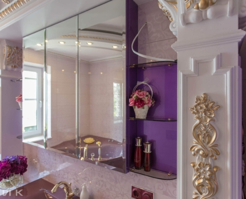Фиолетовая-ванная-комната-в-царском-стиле-1006