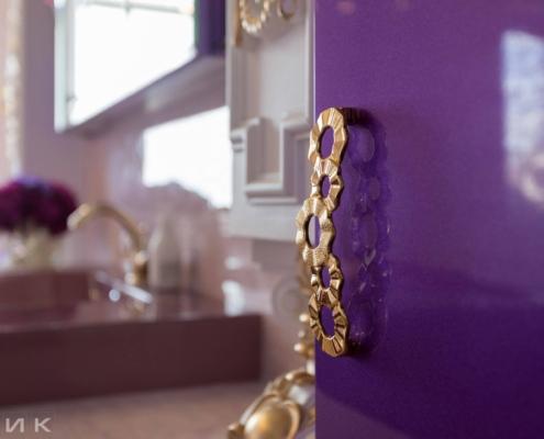 Фиолетовая-ванная-комната-в-царском-стиле-1009