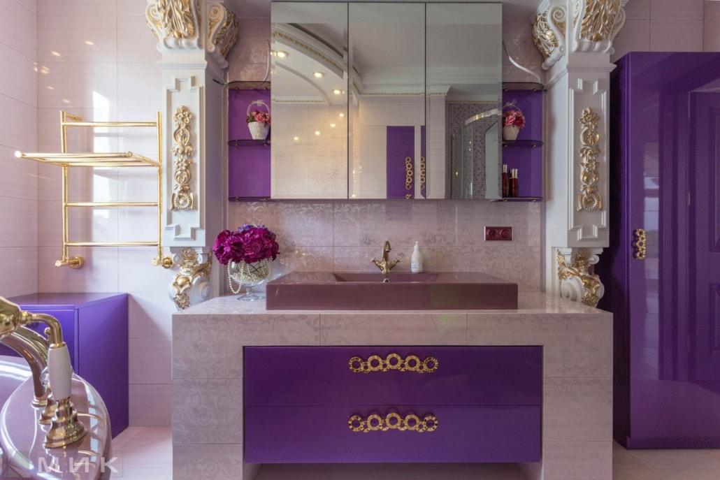 Фиолетовая-ванная-комната-в-царском-стиле-1002