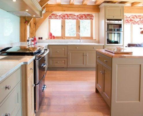 деревянный-пол-на-кухне