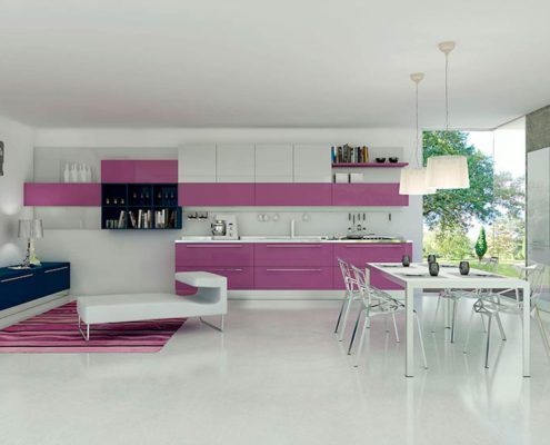 бело-сиреневый-интерьер-кухни
