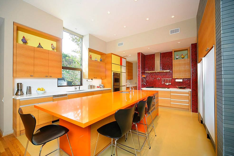 оранжево-бежевая-кухня