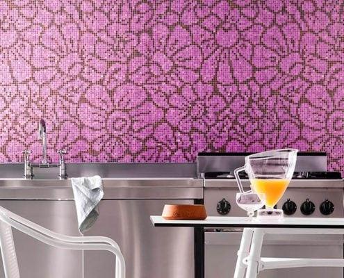 сиреневая-мозаика-на-кухне