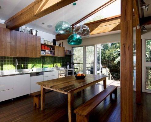 кухонный-стол-дерево-в-эко-стиле