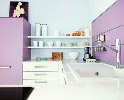 бело-сиреневая-кухня