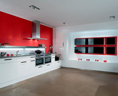 красная-стена-на-кухне
