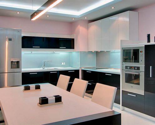 -кухня-угловая-в-стиле-минимализм
