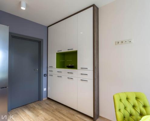 Шкаф на кухне с ящиками